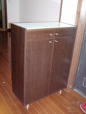 很简单的一个鞋柜,内部结构就是一格一格的像书架一