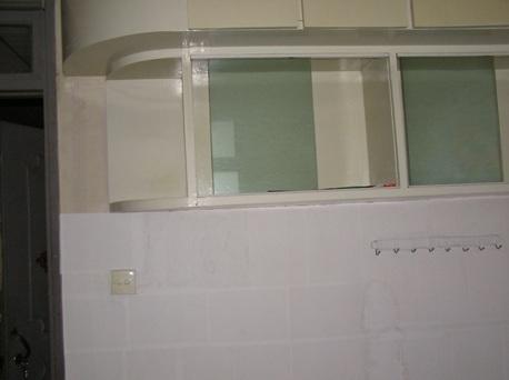 楼   小房间订在墙上的书架,将来靠这面墙要做个储物柜,放我儿子的