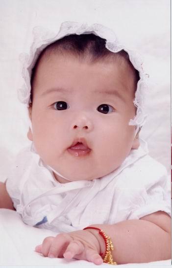 寻漂亮的大眼睛宝宝拍奶嘴广告!