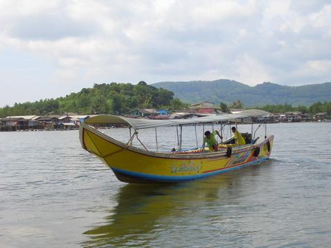 手工制作船或车子