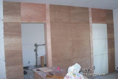 电视背景墙和隐藏门已经初具成型了