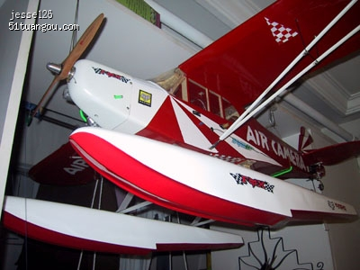 水上飞机是怎样在水面移动起飞的?