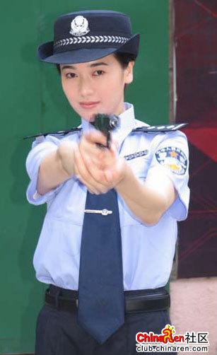 明星的警察扮相,你更喜欢谁