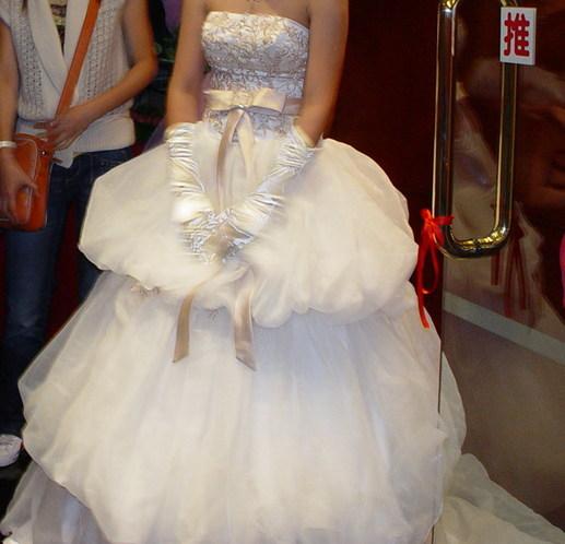 转婚纱,礼服和旗袍