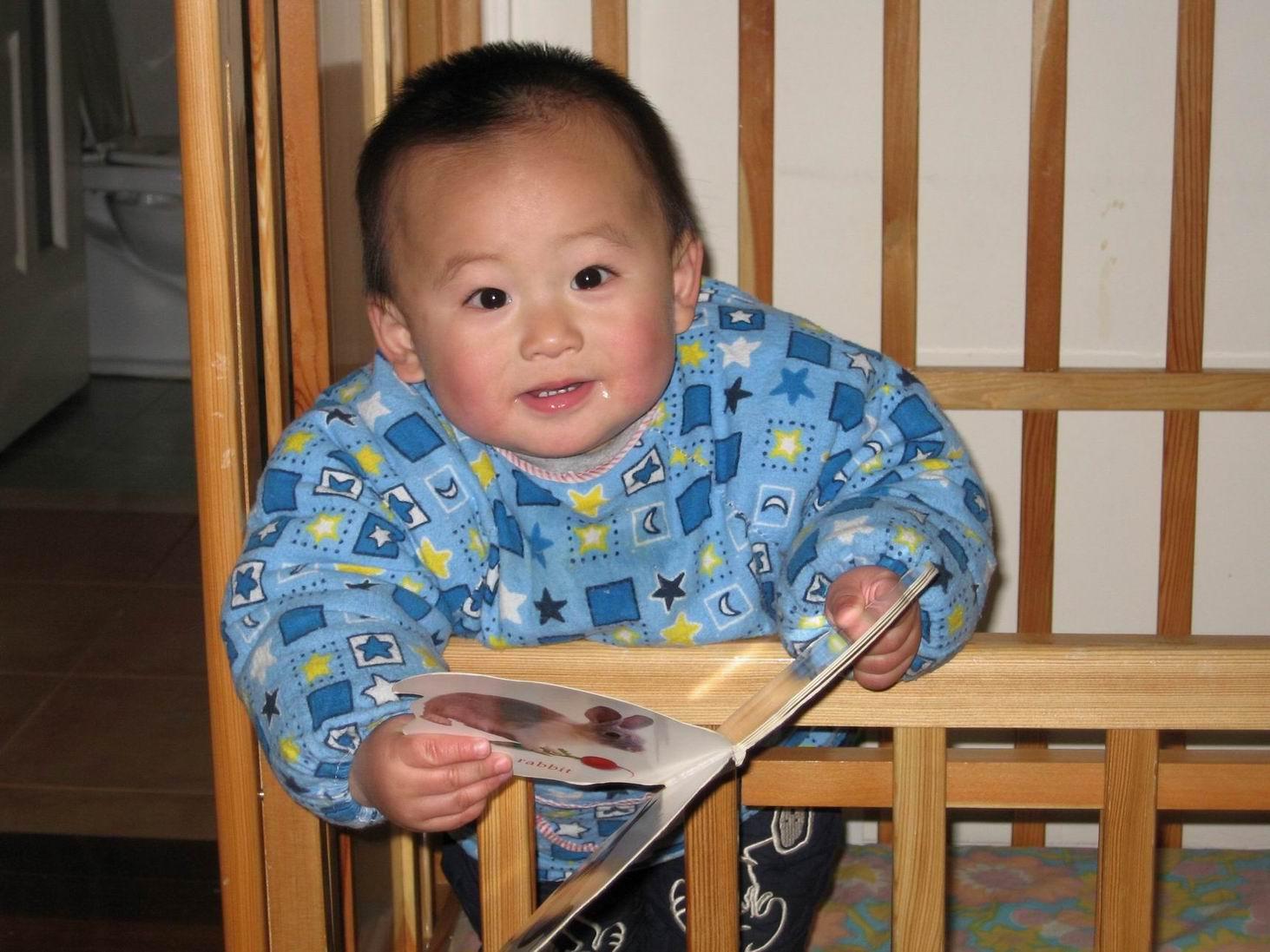 宝宝正好1岁了; 一周岁女宝宝短发型图片下载分享