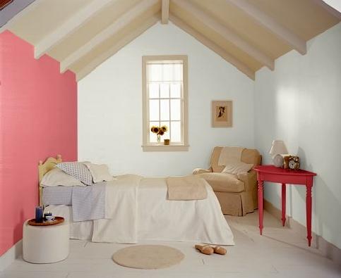 家具都是白色欧式的,地板是圆盘豆,顶和提脚线及门套白色,床头想用