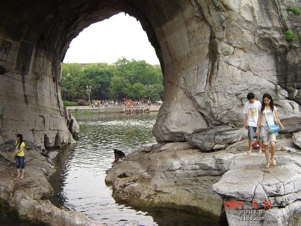 家有小明:明明妈妈带着傻瓜机参加公司旅游---桂林图片