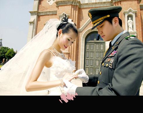 型的英武威猛之军装 婚纱照 你们看过么 想请教懂行的帮我看看 胭脂图片