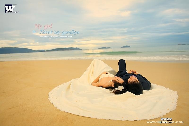海边躺着背影图片