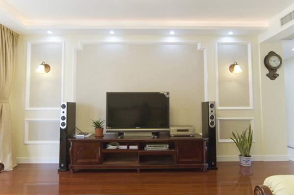 电视背景墙,采用简约的欧式造型
