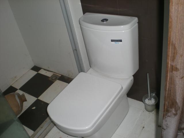 想知道具体的距离,以马桶靠墙一面至下水管中心水平