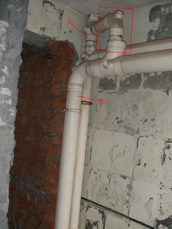 马桶下水管,本来也要通到楼顶的