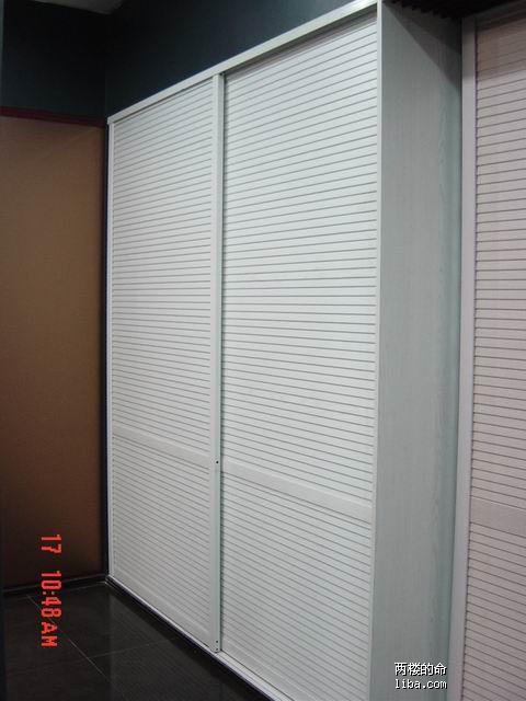 壁橱的移门根据leo的指示选白色百叶门
