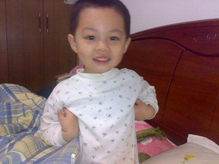大眼睛中国男宝宝可爱照片