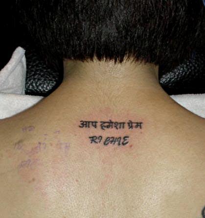 脖子后面的字母_纹身图案