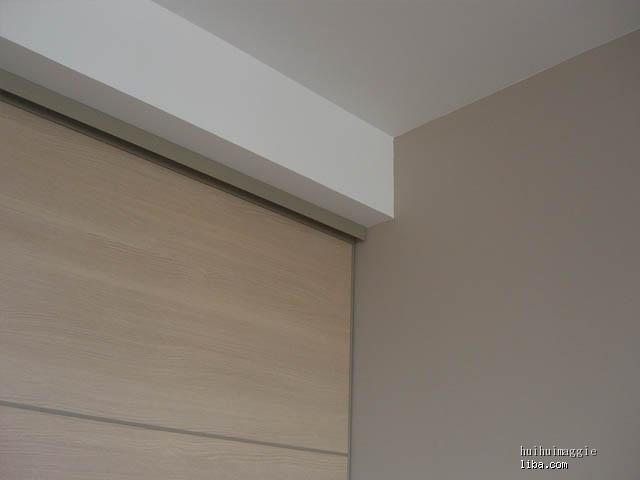 办公室透光窗木边框