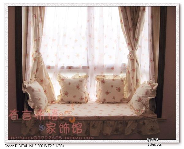 客厅布有个小窗帘箱