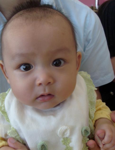 小眼睛妈妈大眼睛宝宝
