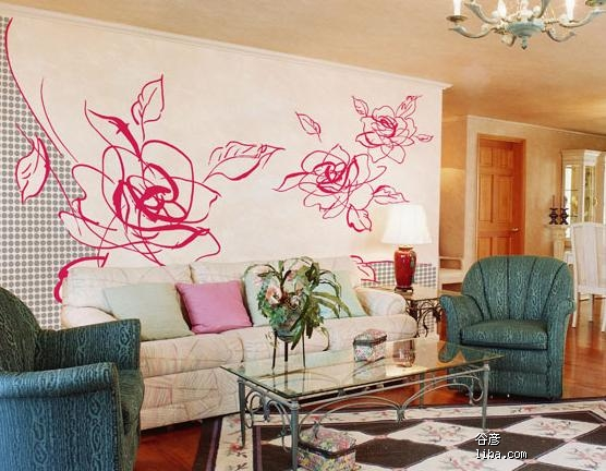 大家厅里沙发后面的墙是怎么装饰的