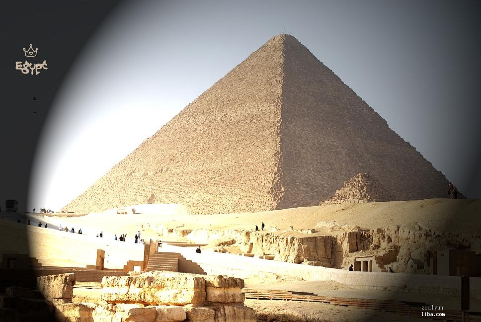 碰了金字塔的墙