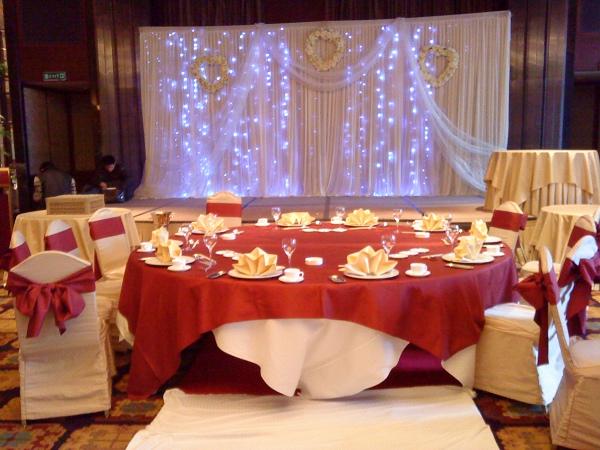 婚礼红色圆桌素材