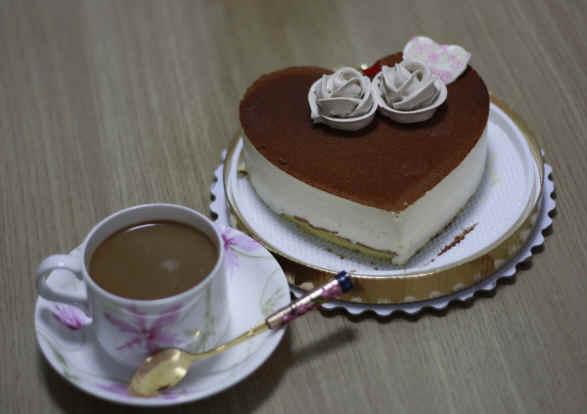 牛牛一家的小日子——牛牛请我吃小蛋糕,过结婚纪念日图片