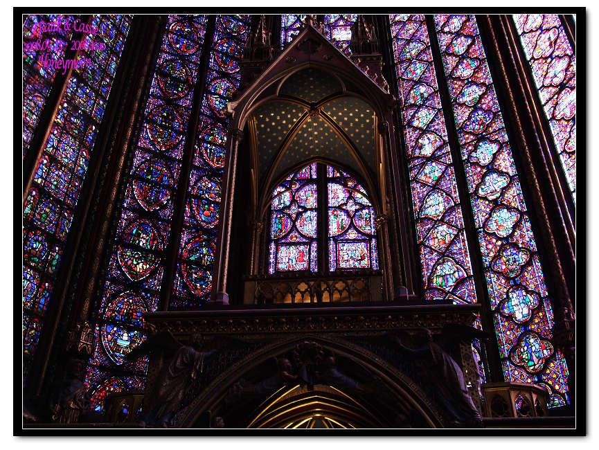 教堂里举行婚礼的,为的可就是在这些闪闪夺目的琉璃