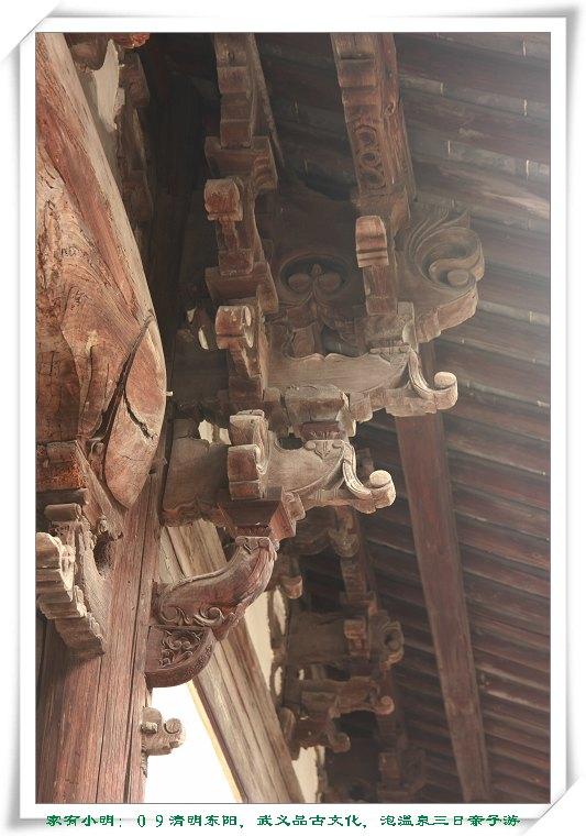 屋檐下的东阳木雕