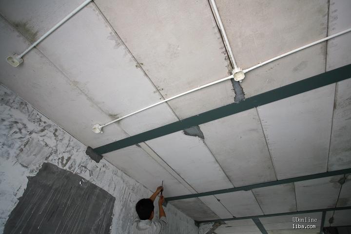3楼主卧吊顶内管线施工