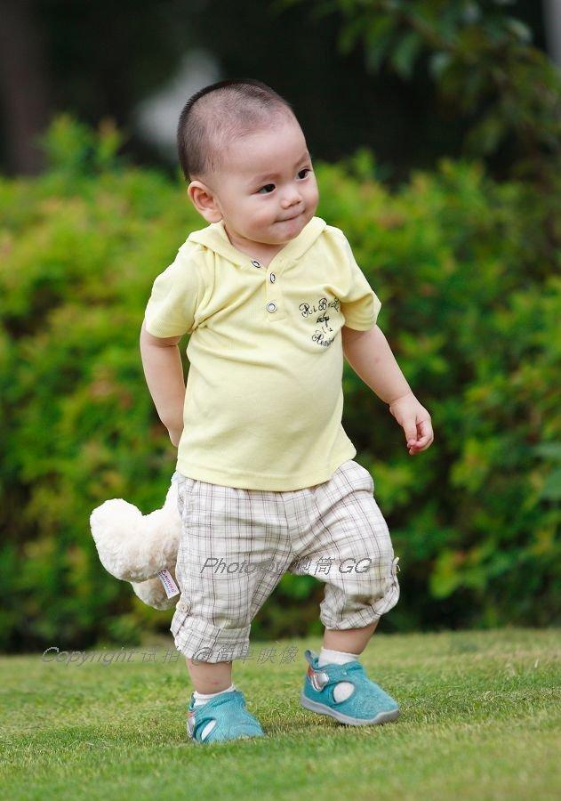 何教育1岁半的小男孩-一岁半的小孩怎么教育才