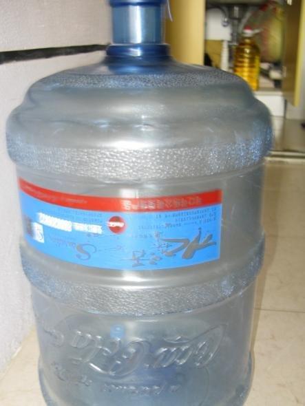 闲置小霸王饮水机一台和水森活水桶一只!