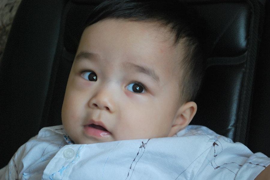 一岁男孩子的发型