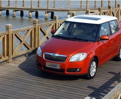 (图)买车咯~斯柯达晶锐 红色白顶 红色黑顶 还是 黄色