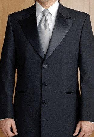 得这身 西装 衬衫 领带 全套订做 值多少钱