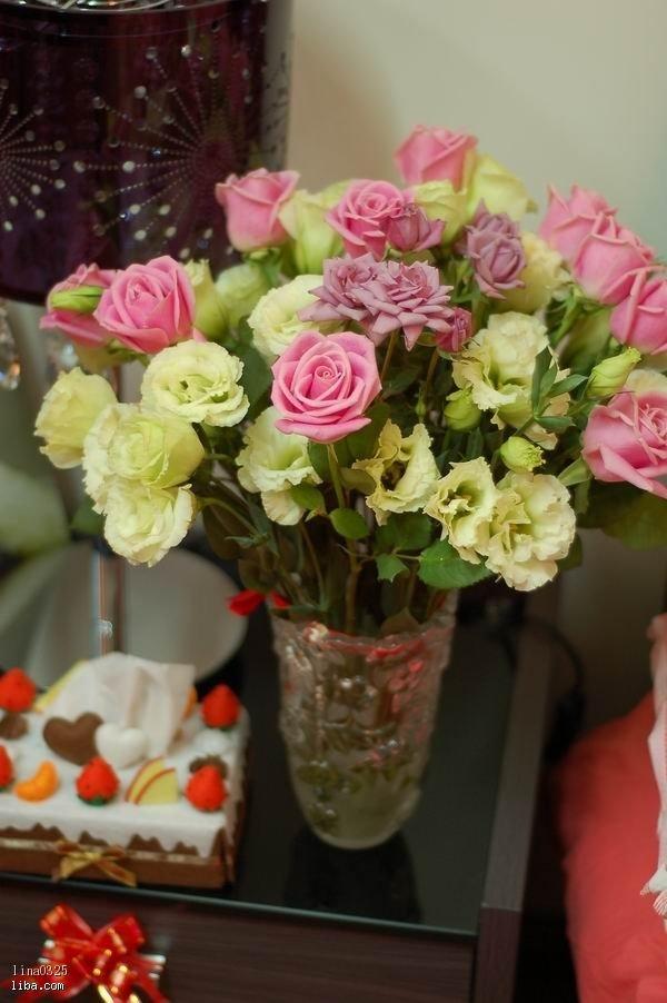 鲜花房在花瓶里的欧式图片