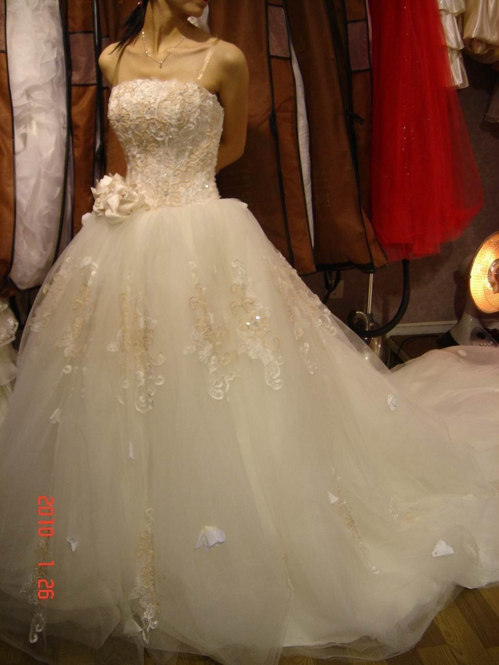 在芭比公主馆搞定了偶的婚纱+礼服