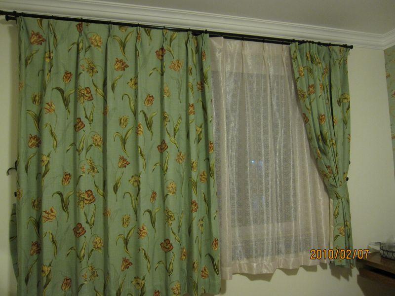 美式墨绿色沙发窗帘效果图