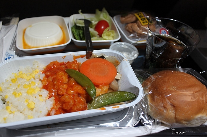 汉莎的飞机餐还不错,返程的航班上还提供瑞士产的