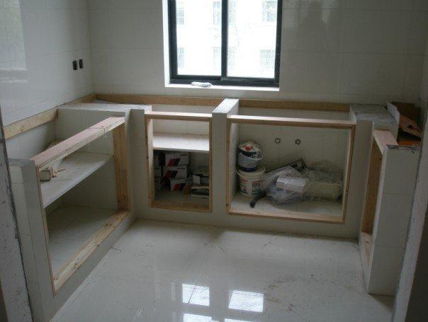我们家木工和油漆工以及王队长对于添加的小项目都基
