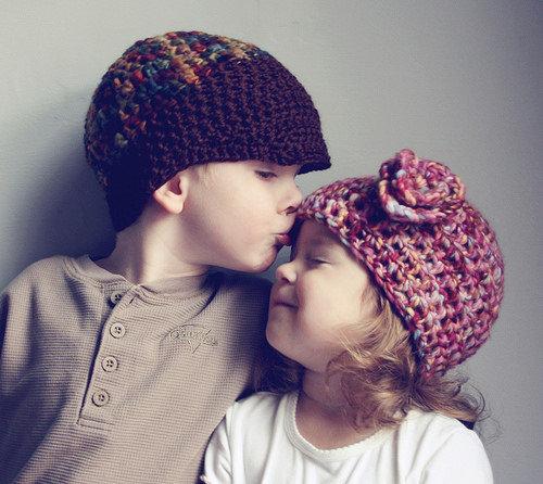 求可爱图片哦最好是小男孩小女孩在一起的