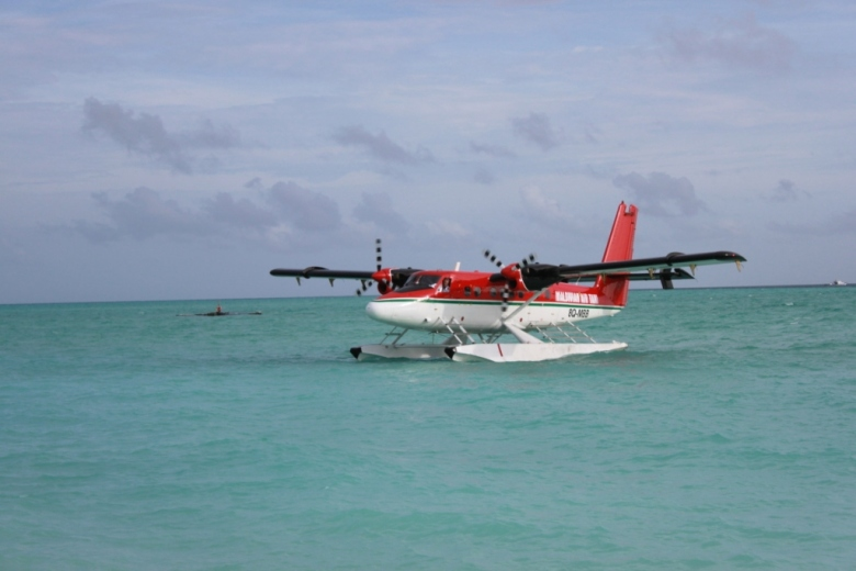 先来张水上飞机的图片.