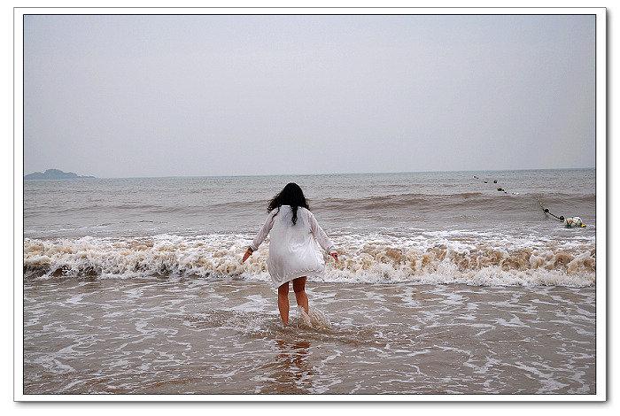 兴奋的奔向大海的丁丁