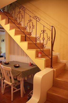 木工做楼梯墙面