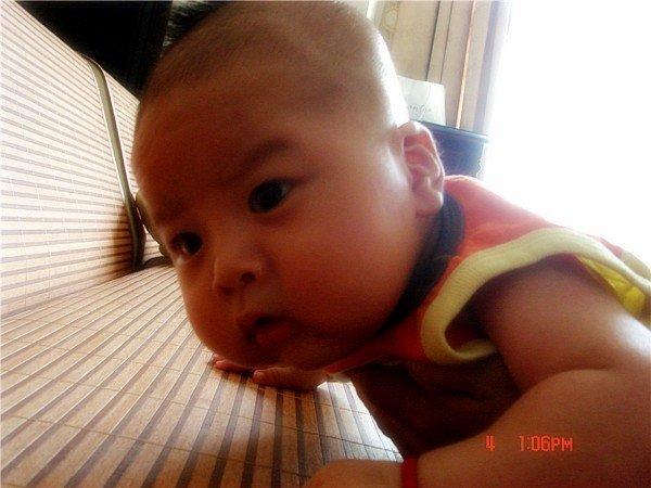个月的宝宝头发长不均匀  不知道妈妈们是否发现几乎所有的宝宝在婴儿图片