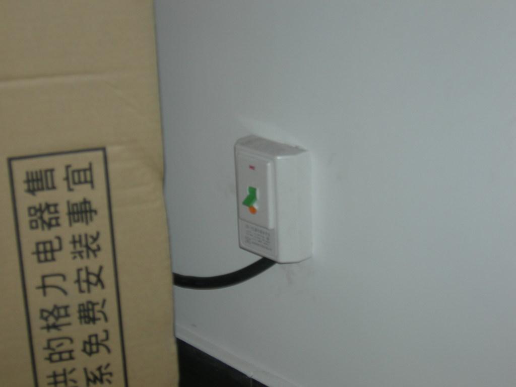 网上找到的格力空调安装的漏电开关,这个需要另外配空气开关