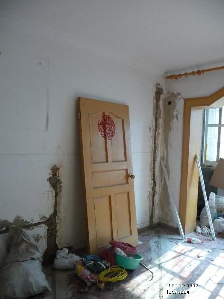 主卧室床头背景木工