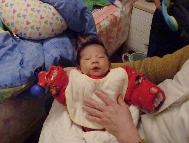 2月5日和嵩哲小朋友诞生了 ◥◣p67宝宝金锁银锁金银镯金花生