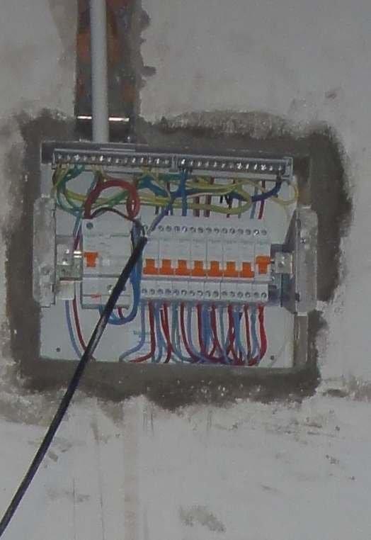 家装强电箱内部空开接线图