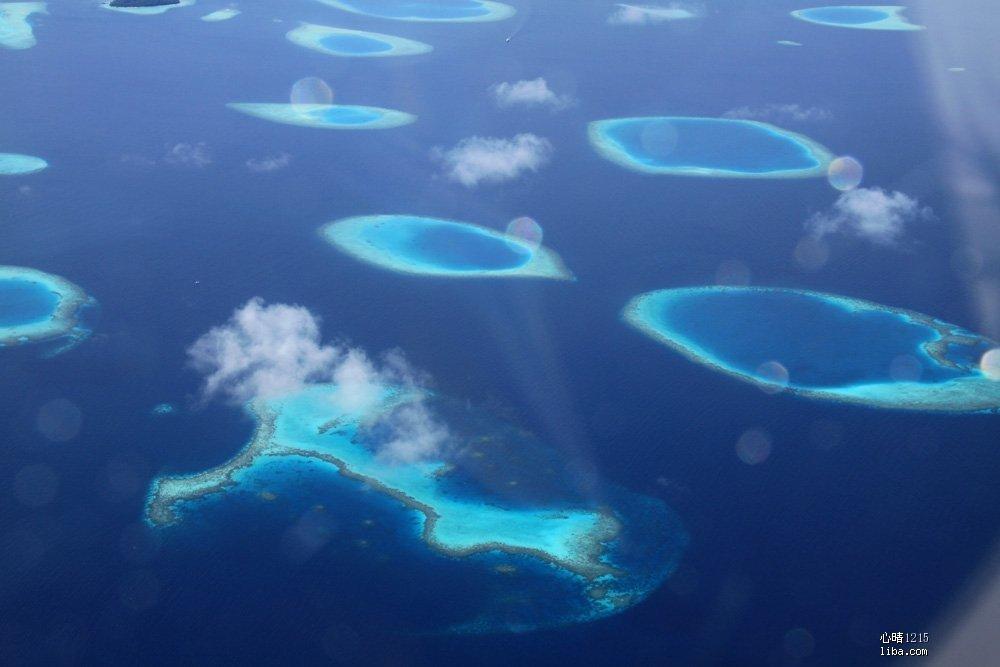 水上飞机拍的泻湖,像失落的海上珍珠