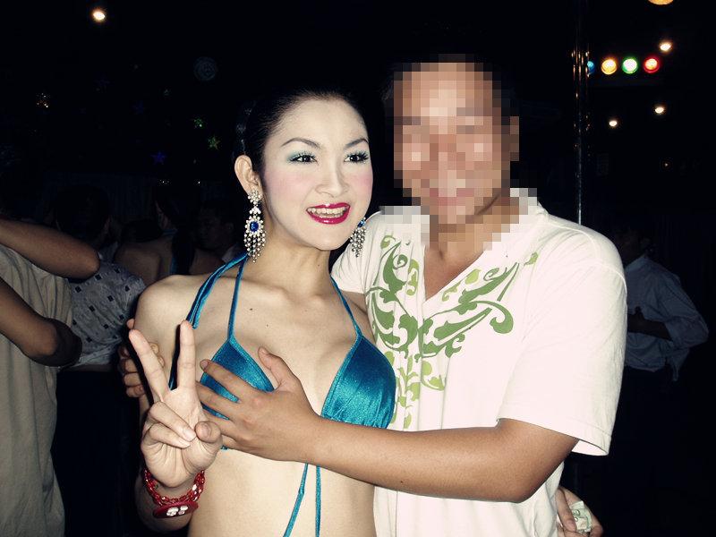 俩女生的泰国奇遇记~跳海、勇闯红灯区!我们安穿背心怎样女生图片